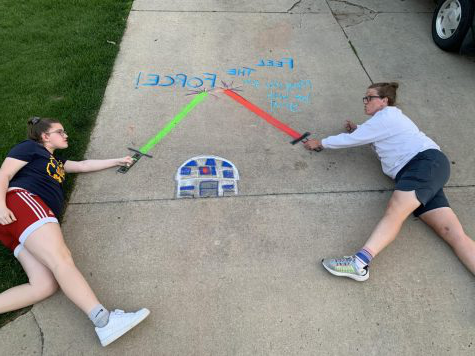 Crystal Eskelsen and daugther Macy, a freshman, pose with their chalk art. The Eskelsens started the Facebook的 group Fresh Air Heads to inspire the community to get outside safely during social distancing.